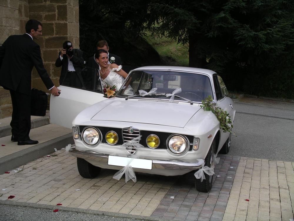 alfa-romeo-1300-gt-junior-wedding.JPG