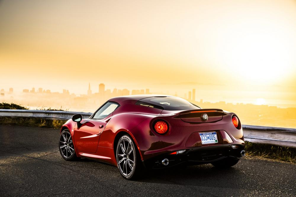 2015-Alfa-Romeo-4C-60.jpg