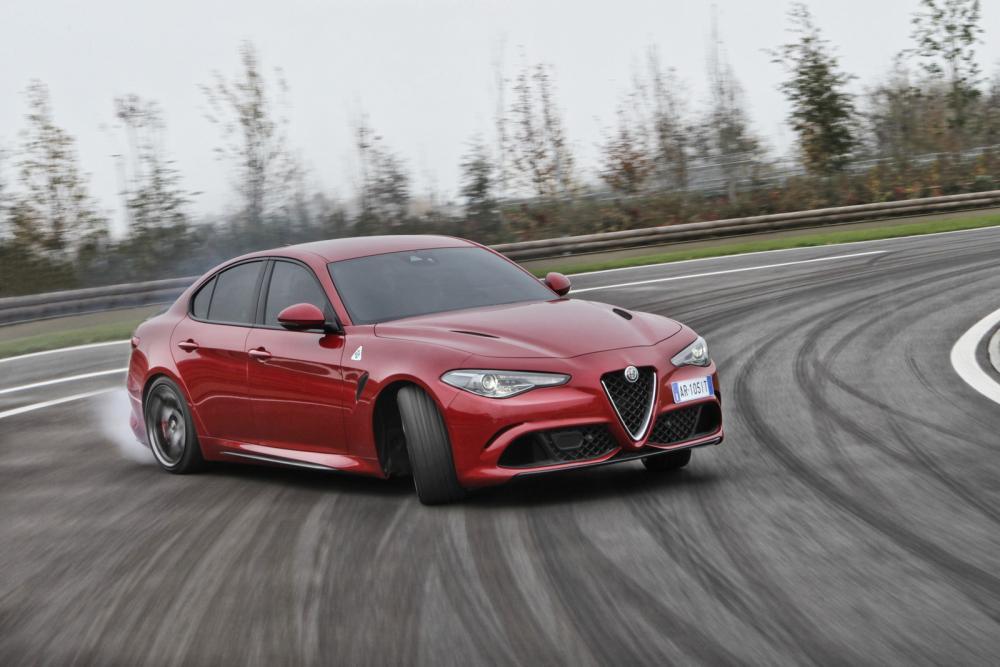 Alfa-Romeo-Giulia-QV-18.thumb.jpg.2842eafd127b2bed3e6f4832bc8f353e.jpg