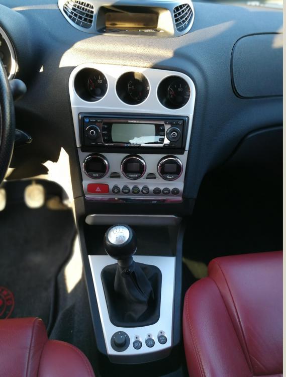 console centrale et levier de vitesse.jpg