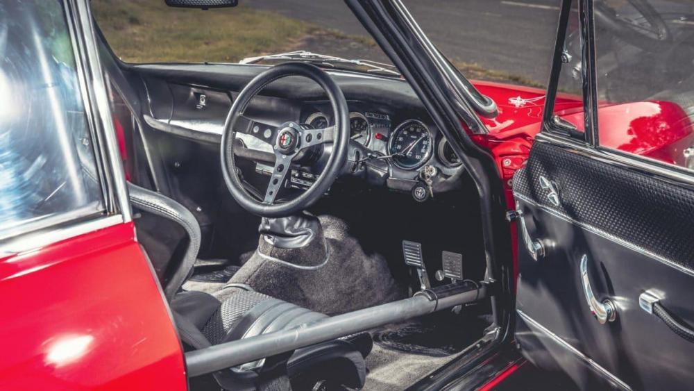Alfa-Romeo-GTA-R-4-e1506928318389.jpg