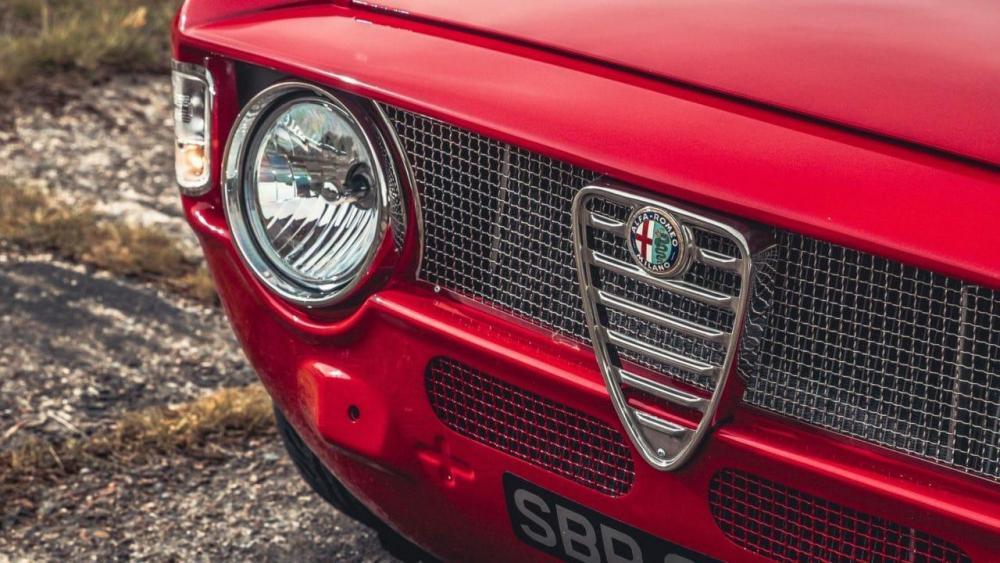 Alfa-Romeo-GTA-R-5-e1506928312222.jpg