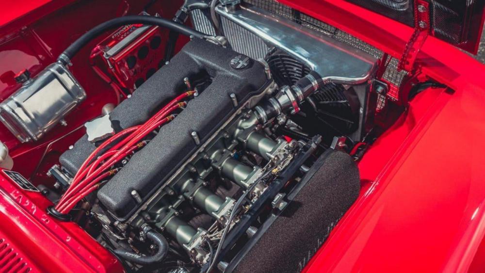 Alfa-Romeo-GTA-R-6-e1506928306887.jpg